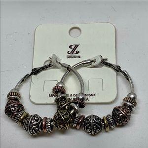 Jewelry - NWT fashion hoop earring